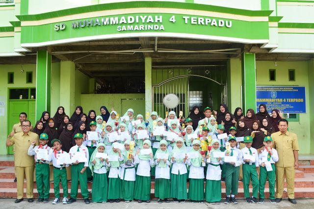 Borong Puluhan Piala dalam Tiga Momen - SD Muhammadiyah 4 Terpadu Samarinda